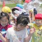 梨花幼稚園のぬたくり遊び